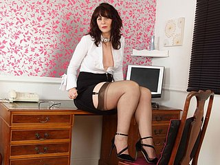 Scottish milf Toni Lace spine obtain you sterling apply wide borough
