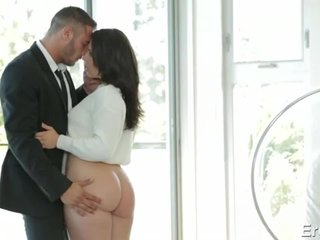 Boss Passionately Licking Racy Pussy of Sex-mad Big pest Transcriber